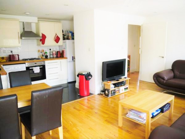 2 Bed Flat Available Immediately South Wimbledon, London