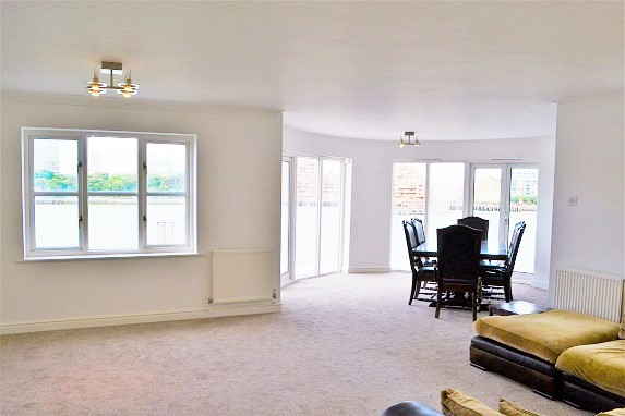 Fabulous 3 Bed & 2 Bath Flat Available Immediately Just Few Mins Walk to Rotherhithe Station