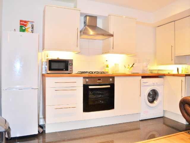 1 Bedroom Flat Available Just 3 Mins Walk to South Wimbledon Tube Station