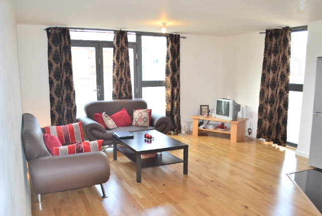 Stunning 2 Bed & 2 Bath Flat Just 5 Mins to Maze Hill Station & North Greenwich Station