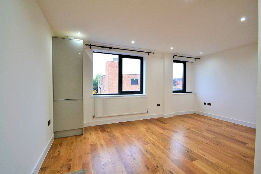 Stunning 1 Bed Flat Available Just 3 Mins Walk to Ruislip Tube Station